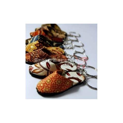Gantungan Kunci Murah Souvenir Khas Perancis gantungan kunci sandal batik souvenir jogja indonesia