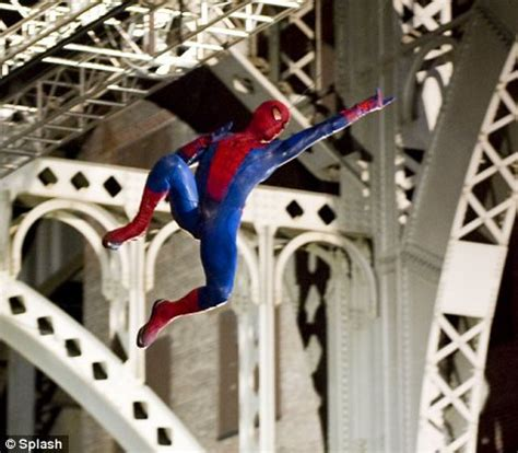 spider man swings the amazing spider man set pictures videos and news