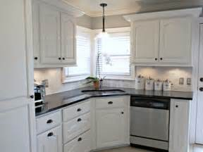 pictures of kitchen backsplashes with white cabinets white kitchen backsplash ideas white cabinets black