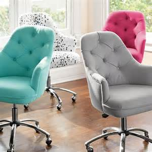 Small Tufted Desk Chair Tufted Desk Chair Check It Out Featured In A Diy With