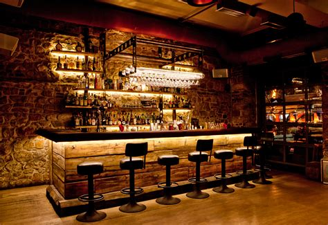 The Ultimate Bar by The Ultimate Guide To Bar Etiquette Hispotion
