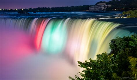 niagara falls night niagara falls one of the largest waterfall in the world