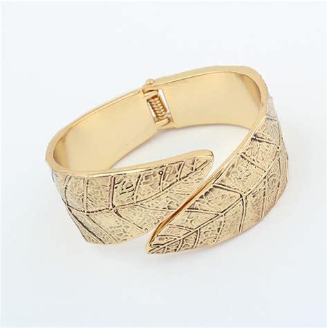 D 663 Paket Set Xuping Gelang china salib ganda paduan fashion daun logam gelang membuka antik pelat emas musim semi engsel