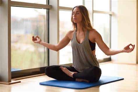 yoga un estilo de como hacer yoga en casa para principiantes