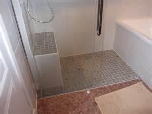 italienne et baignoire dans une salle de