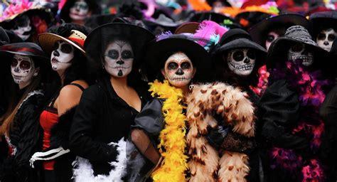 dia de muertos contra halloween ogas transdoc halloween y el d 237 a de muertos jack o lantern