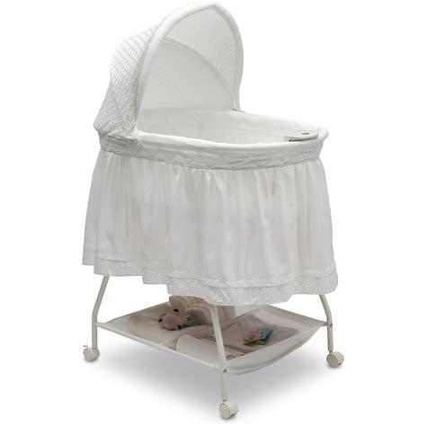 delta children deluxe sweet beginnings bassinet white