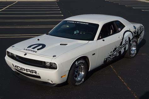 dodge debuts v10 viper powered challenger