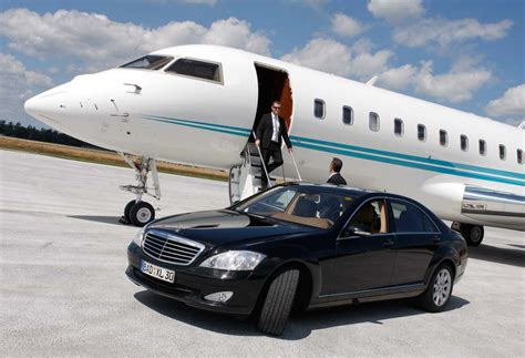 immense benefits  hiring airport limo services  miami