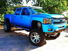 blue chevy truck hola