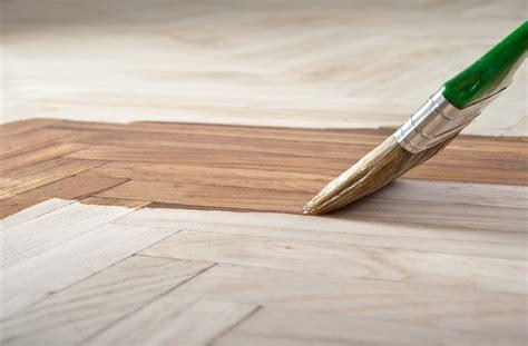 verniciare un tavolo di legno dell imbianchino digitale