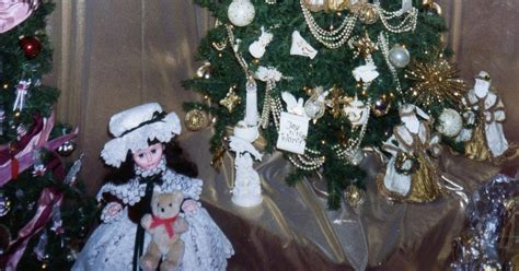 urbanchristmas decorating ideas what goes under the