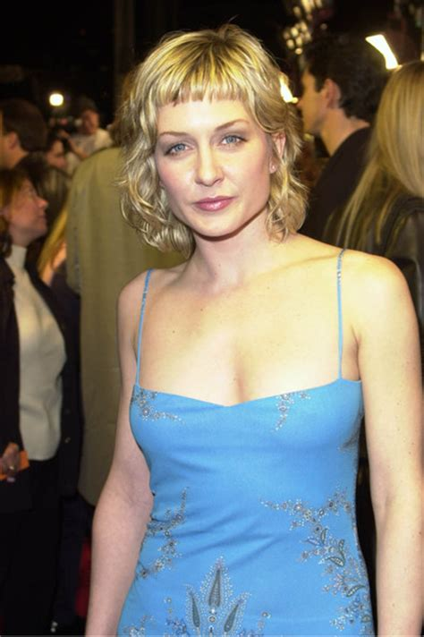nbc blue bloods cast member amy carlson new hairstyle amy carlson pics