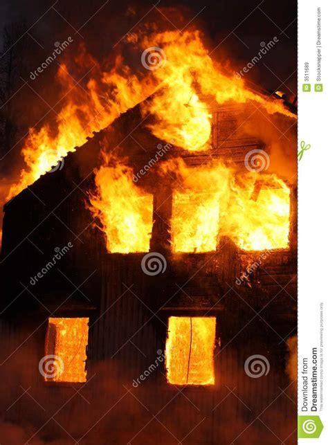 brennendes haus brennendes haus lizenzfreie stockbilder bild 3511689