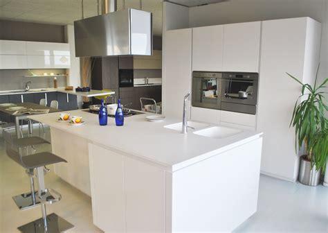 cucine con isola lube cucine con isola in offerta scontata 40 cucine pedini