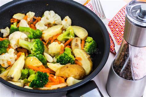 cuisiner le brocolis le brocoli chou fleur pommes de terre carottes a fait
