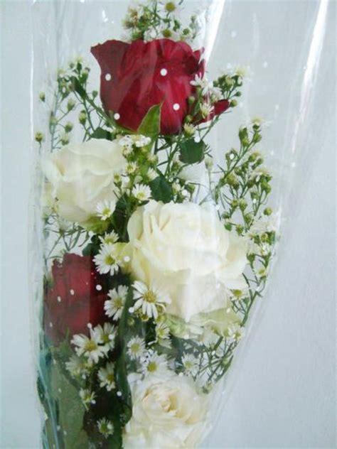 Bunga Plastik Shabbychid Bunga Artifisial Mawar Merah Putih Dedaunan bunga tangan mawar merah putih 187 187 toko bunga di purwokerto rina florist