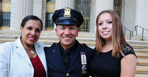 Bronx Court Search Bronx Court Officer Emt Celebrated As A Lifesaver Ny Daily News