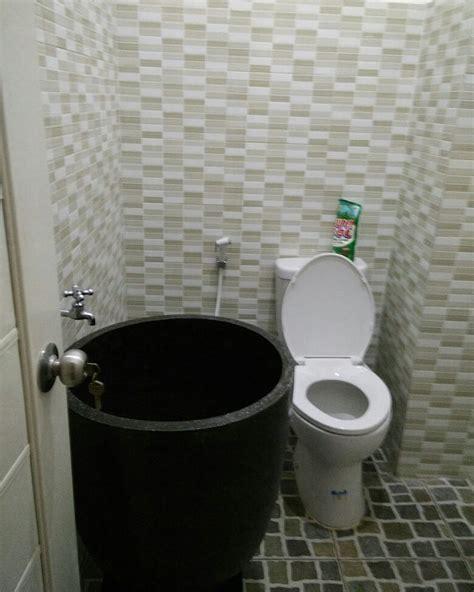 motif  model keramik kamar mandi ngetren ide kamar