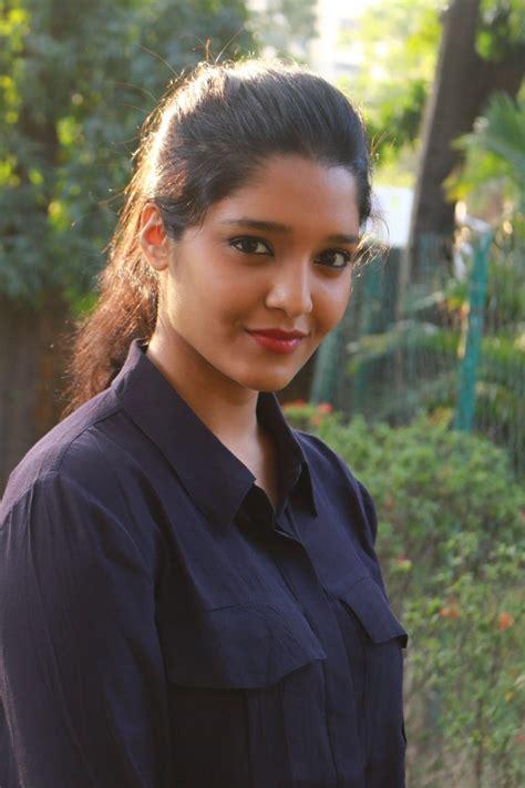 irudhi suttru heroine photos download guru movie actress ritika singh hd photos in jeans cap
