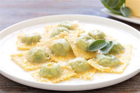 ricetta ravioli ricotta e spinaci fatti in casa ricetta ravioli di ricotta e spinaci cucchiaio d argento