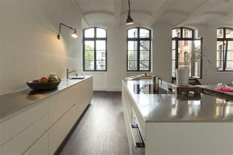 una cucina moderna bianca  funzionale nellappartamento