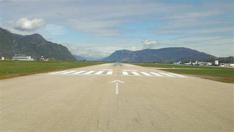 airport design editor ground poly a pilot s view runway