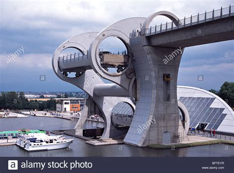 boat lift scotland falkirk wheel a rotating boat lift joining forth and clyde