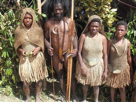 Baju Adat Papua Koteka suara koteka