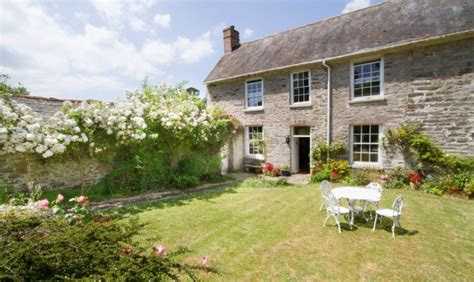 cornwall cottages friendly garden wing friendly self catering character cottage