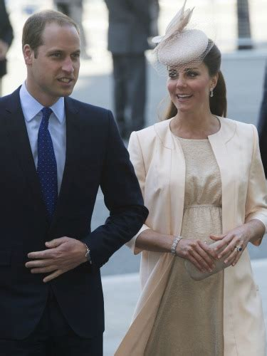where does kate middleton live watch live kate middleton prince william leave hospital