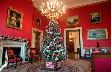 house decorations christmas house decorations inside the white house has revealed the christmas 2017 decorations