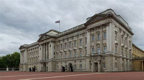 buckingham palace buckingham palace familypedia fandom powered by wikia