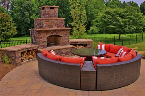 Outdoor Fireplaces Pits