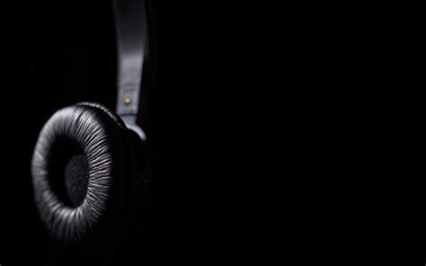 wallpaper black dj headphones wallpaper 1166 2560 x 1600 wallpaperlayer com