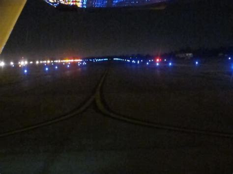 what color are taxiway lights taxiway edge lights color decoratingspecial com