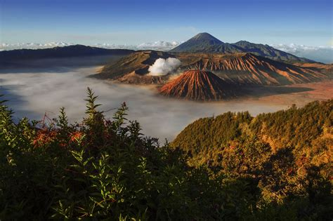 spectacular places  visit  indonesia