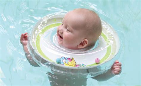 Infant Insert Alas Gendongan Karir swimming baby pool di halaman rumah kenapa tidak