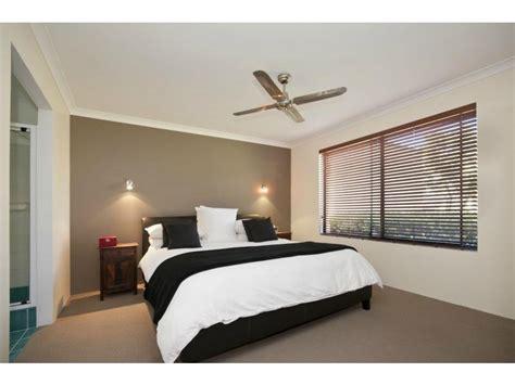 Bedroom Designs With Grey Carpet Retro Bedroom Design Idea With Carpet Sash Windows Using
