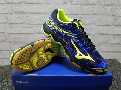 Sepatu Bola Volly Nike sepatu volly mizuno wave lightning z4 black purple v1ga