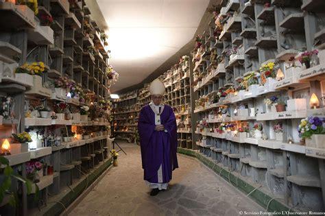 cimitero di prima porta roma papa francesco al cimitero prima porta