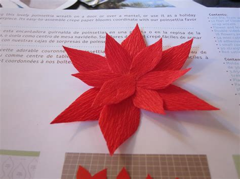 Paper Poinsettia Craft - mintagehome craft lab paper flower wreath