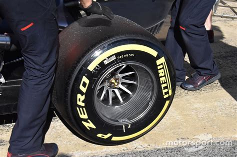 Velg Retro Atara Racing Cengkih bull racing rb13 tyre detail at barcelona pre season testing ii
