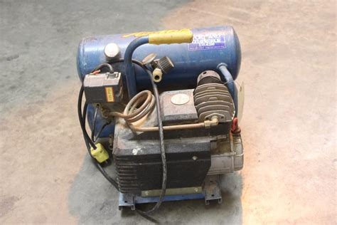 emglo airmate electric  gallon air compressor property room