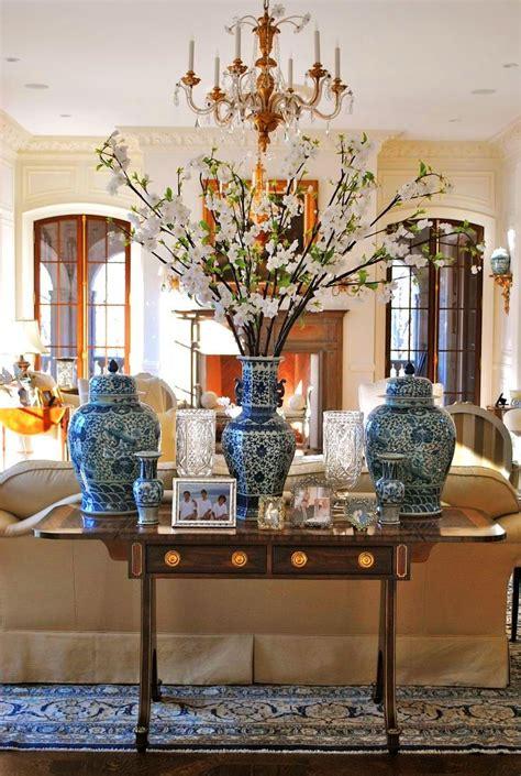 chinese chinoiserie vase blue  white decorating