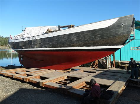 boat has bottom paint who has a bottom paint they like teak hull puget sound