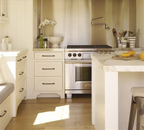 Vancouver Interior Designer: Which Pulls/Knobs Should You Choose for Your White Cabinets