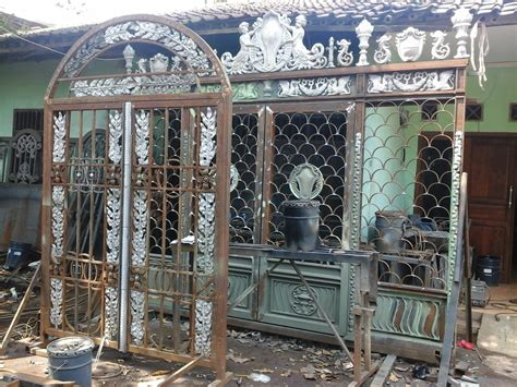 pintu gerbang pagar balkon besi tempa klasik mewah elegan jual ornamen besi tempa ornamen