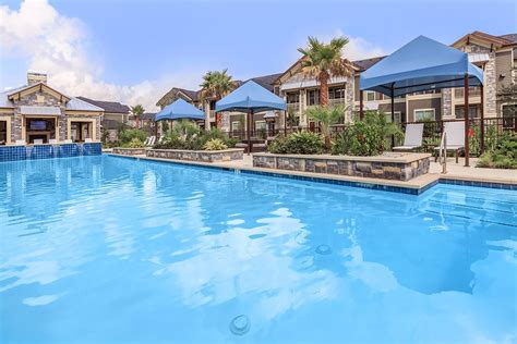 Plantation Park Luxury Apartments in Lake Jackson, TX