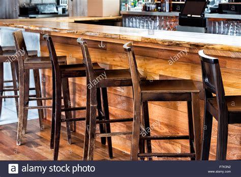 sgabelli bar in legno sgabelli legno per pub